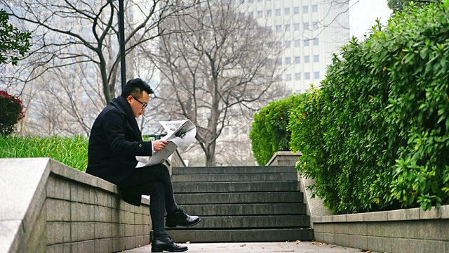 Best Advantages and Disadvantages of Reading Newspaper Daily